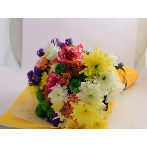 FlowerBox Mixed Chrysanthemum & Carnations Hand Bouquet Womens Day Flowers