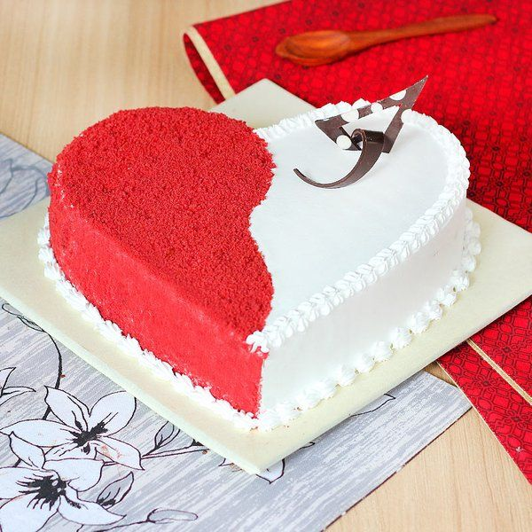 Spellbinding Red Velvet Cake Romantic Gifts for Girlfriend under 1000