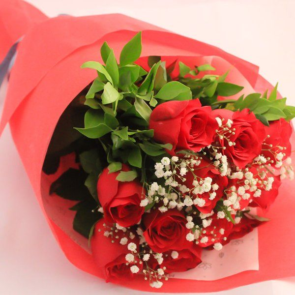 FlowerBox Hand Bouquet Of 12 Red Roses Roses For Girlfriend