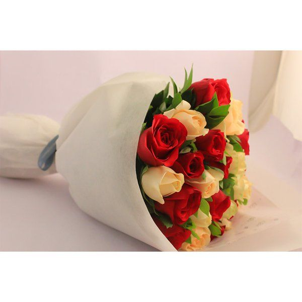 FlowerBox Mixed Roses Hand Bouquet Special Gift For Husband