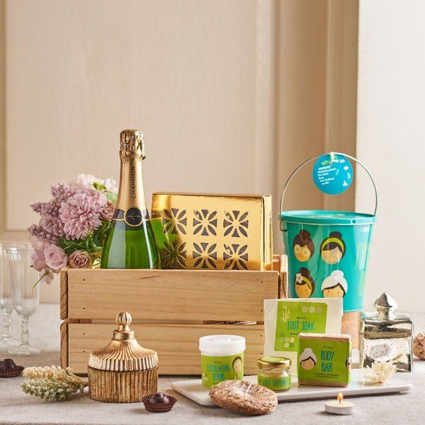 Dottedi Cheers Hamper  Surprise Gifts For Wife