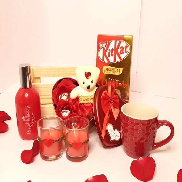 Hoods & Bonds Heart Full of Love - Special Valentine Hamper for Her Expensive Gifts For Girlfriend